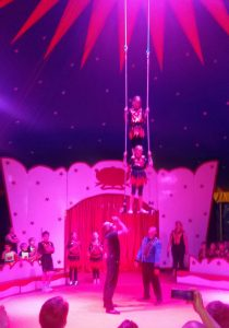 Zirkus Trapez 3